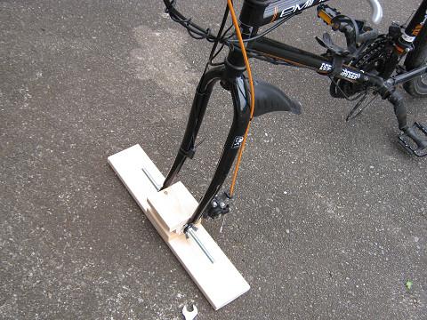 自転車の 自転車 キャリア 車載 自作 : 自転車の車載スタンド自作と ...