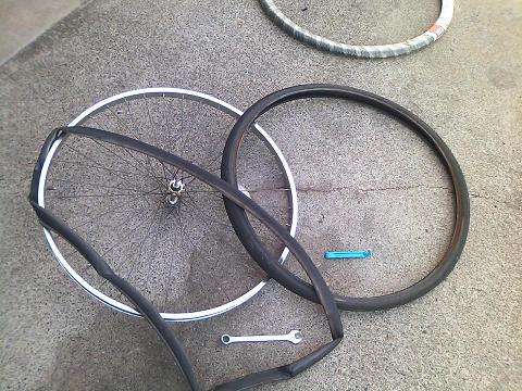 自転車の 自転車 リムテープ ママチャリ : ママチャリ前輪タイヤ交換 漢 ...